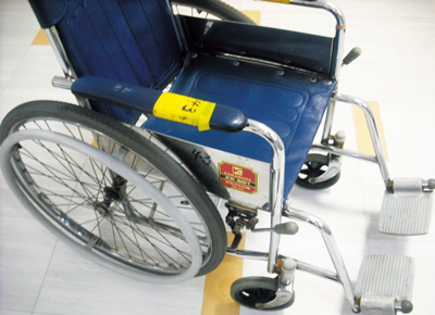 Volunteer for Wheelchair Rust Cleaning